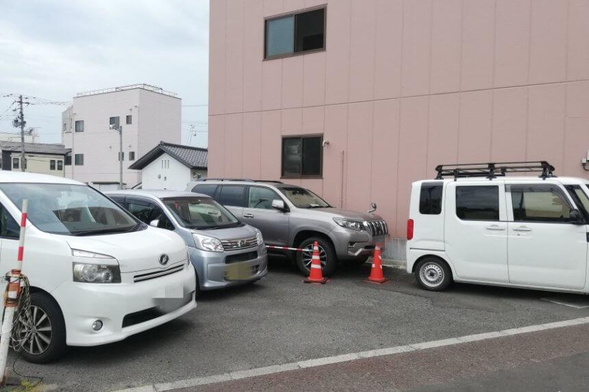 来々軒の駐車場