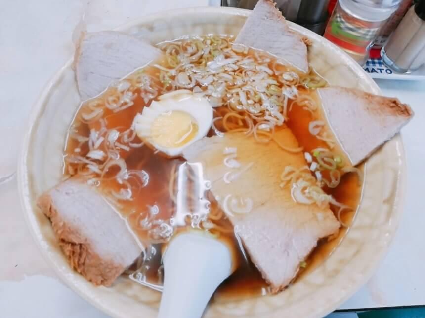 東華食堂のチャーシュー麺