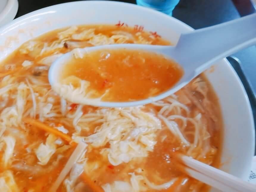 酸辣湯麺のスープ
