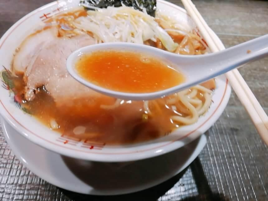 塩ラーメンのスープ