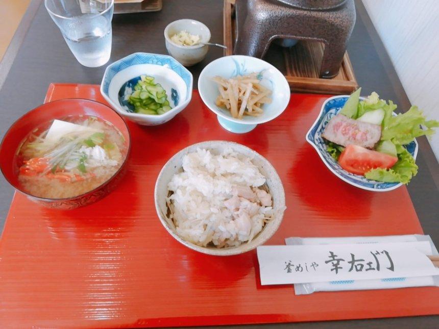 鶏釜飯とカニの味噌汁
