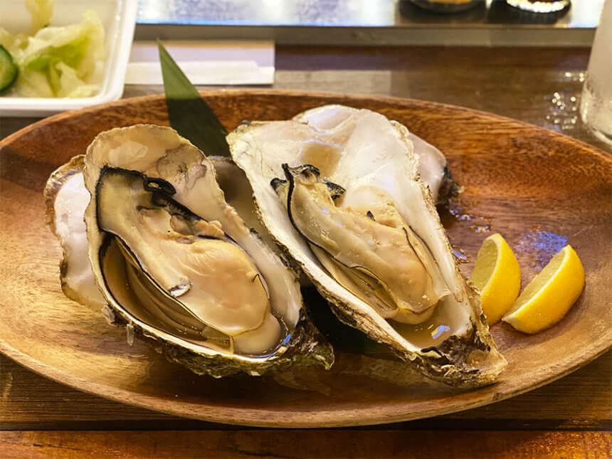 新鮮な焼き牡蠣