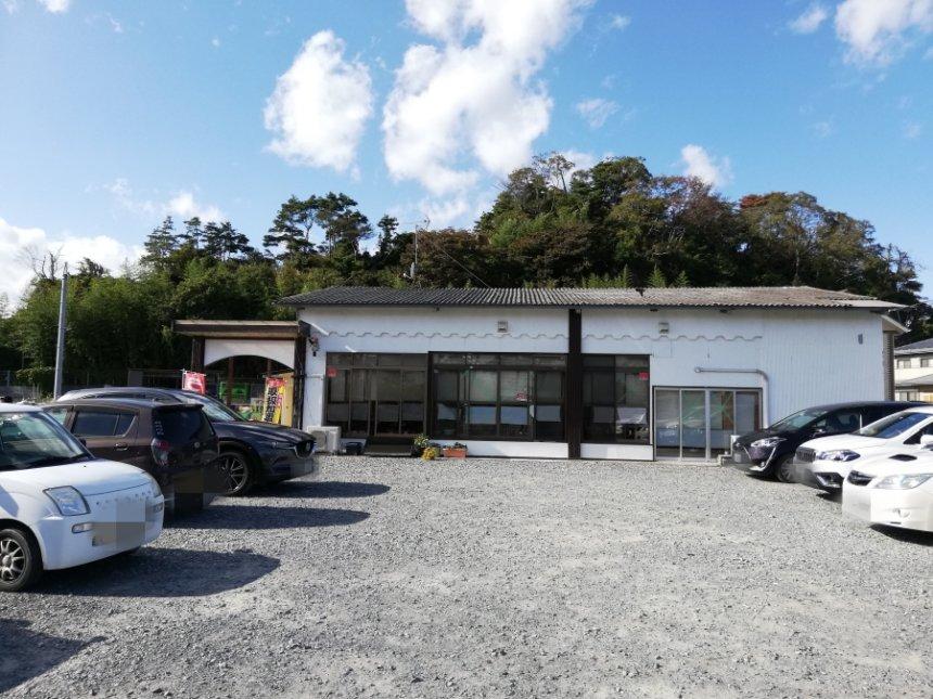 えんまん亭の店舗と駐車場