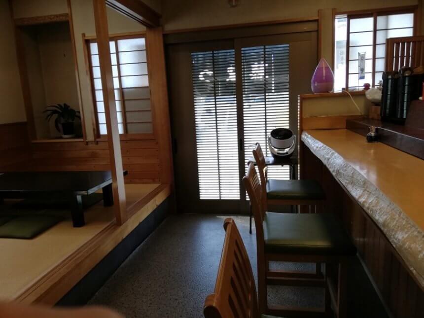 藤まつ寿司の店内