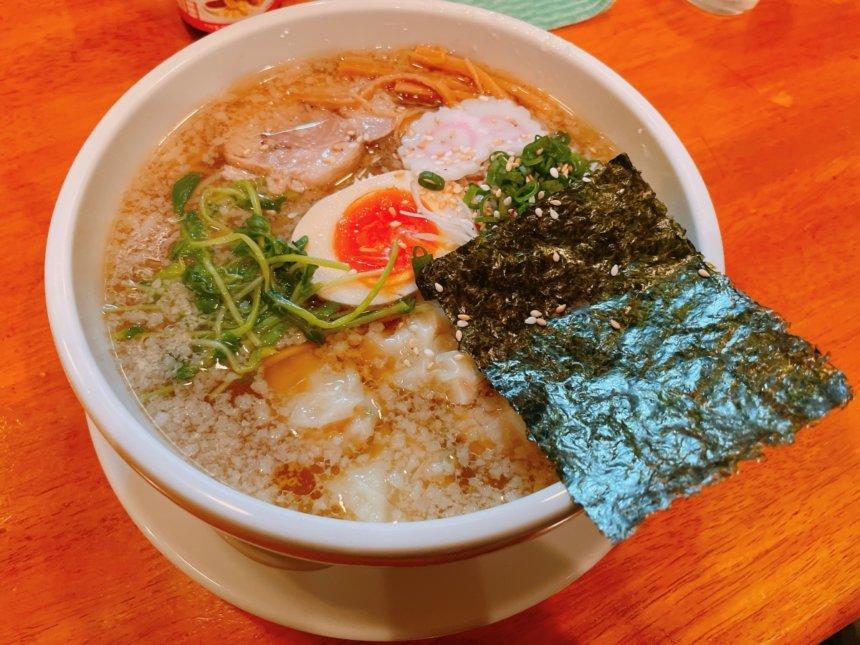 麺や鸞のワンタン麺