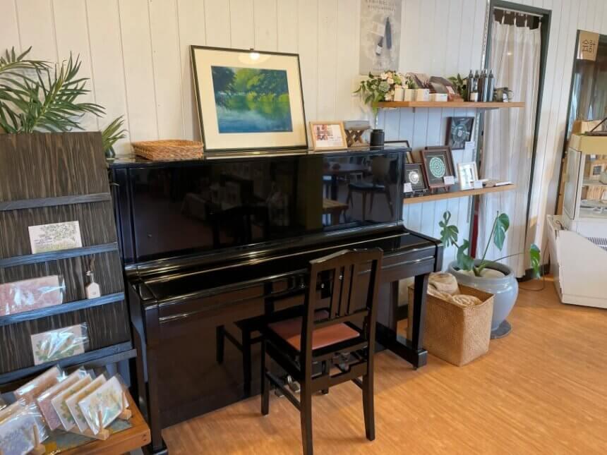 店内設置のピアノ