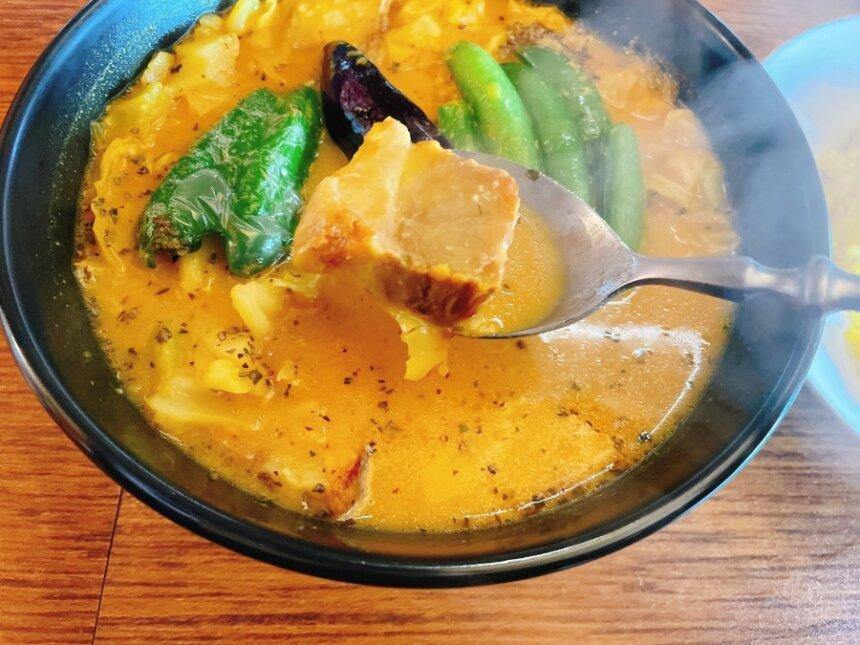 スープカレーの豚角煮