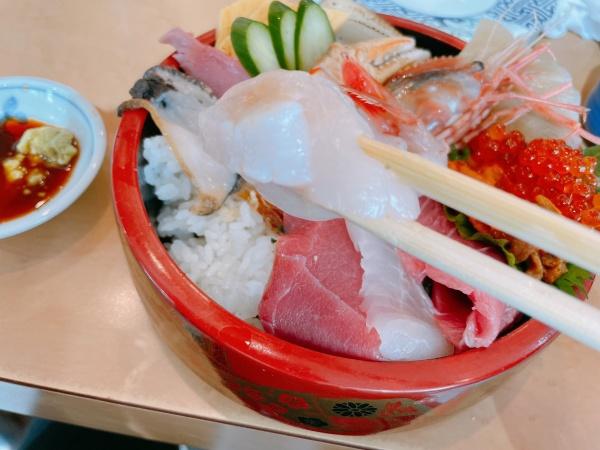 スペシャル海鮮丼のホタテ