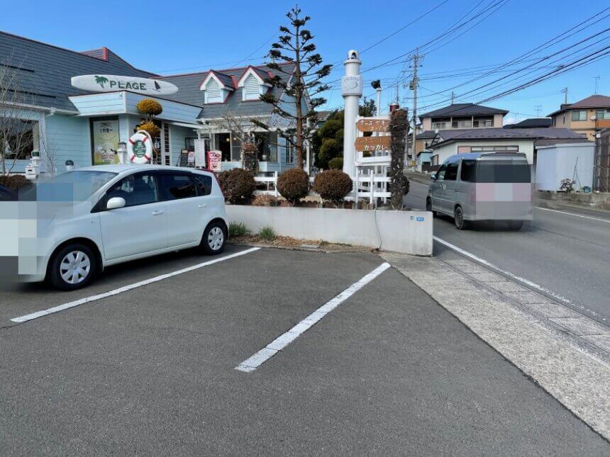 プラージュの駐車場