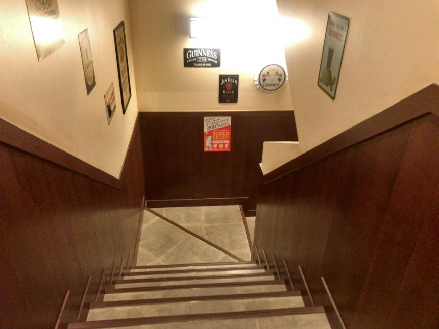 地下に続く階段