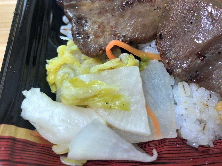 満福牛タン弁当のおしんこ