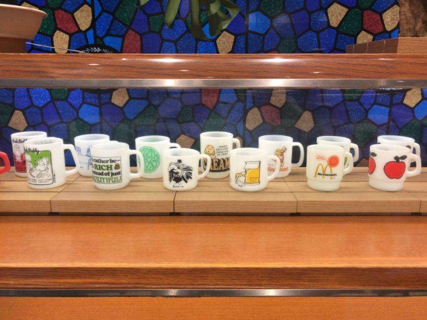 陳列されたマグカップ