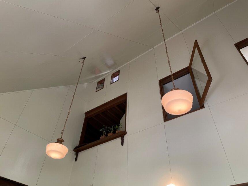 天井とダウンライト