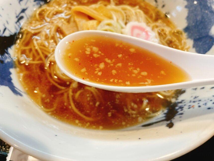 醤油ラーメンのスープ