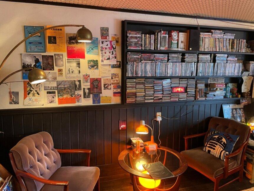Cafe & Bar LYNCHの店内
