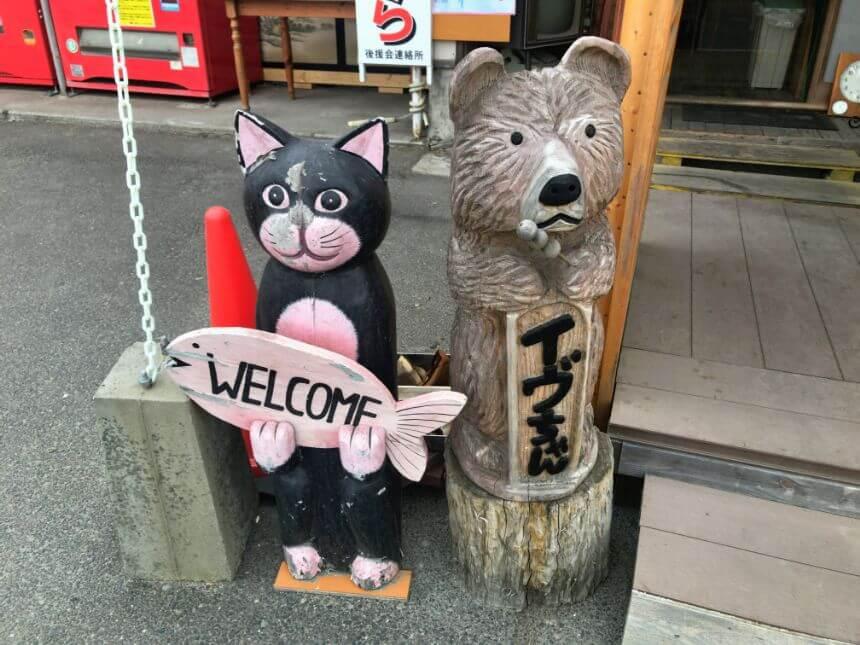猫と熊のオブジェ