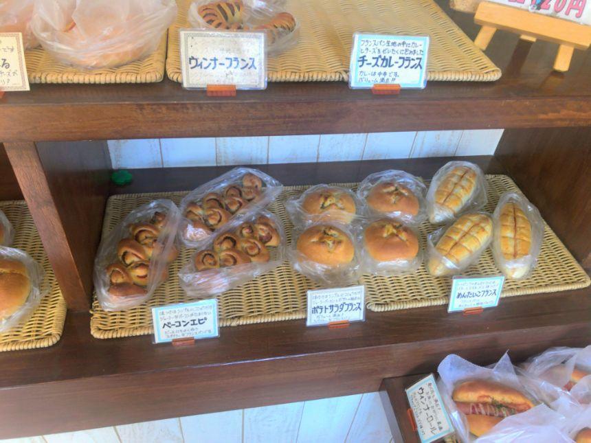 惣菜系パンコーナー(右)
