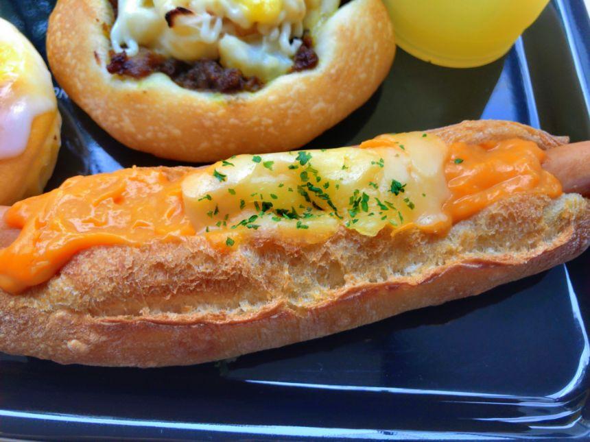 チェダーチーズのホットドッグ