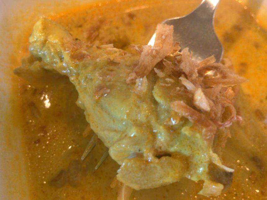 チキンココナッツスープカレーのチキン