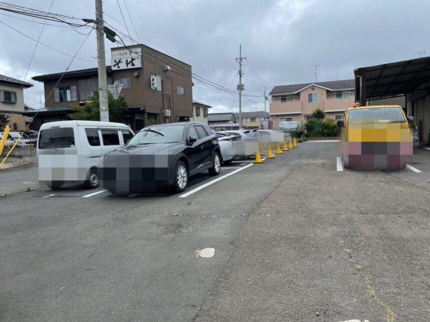 油そばなかまちの駐車場