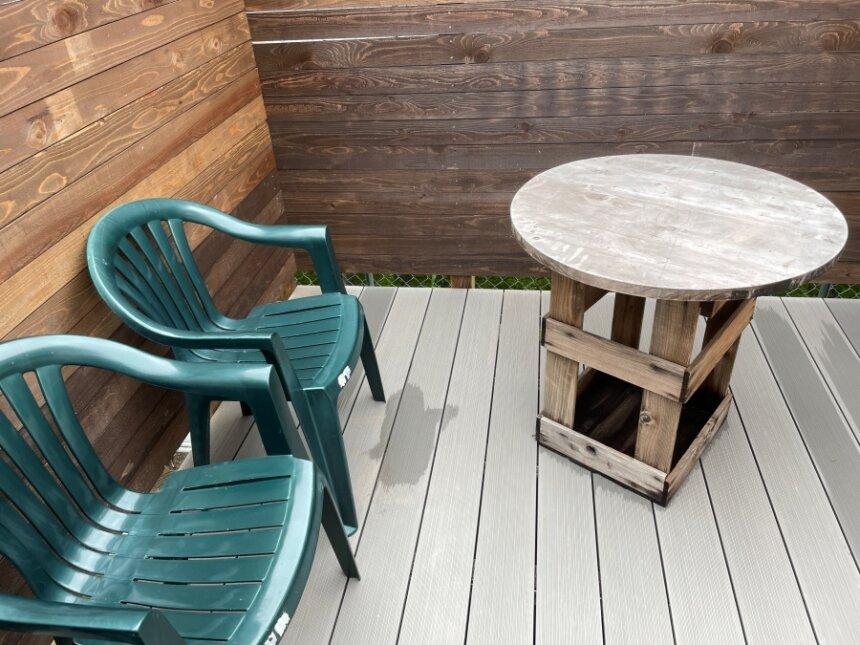 テラスの椅子とテーブル