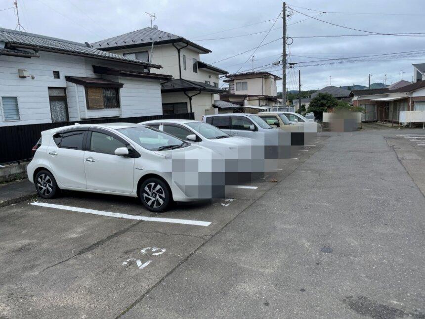 しろくろ食堂の駐車場