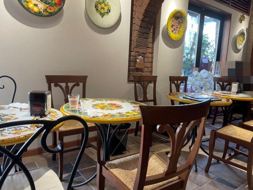 ピッツェリア パドリーノのテーブル席