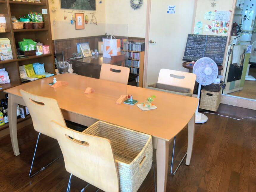 ナトゥーラのテーブル席