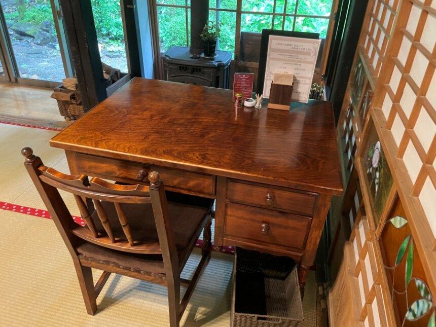 書斎のようなテーブル