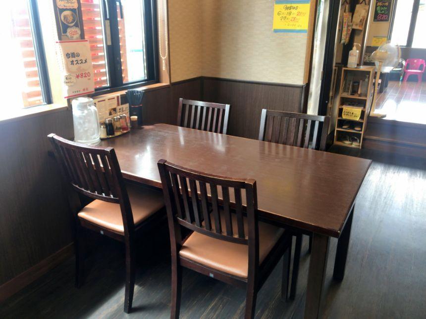 勝龍のテーブル席
