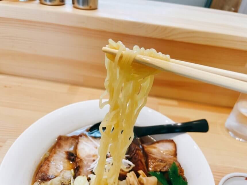 縮れのある中華麺