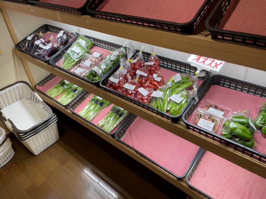店内の野菜直売所