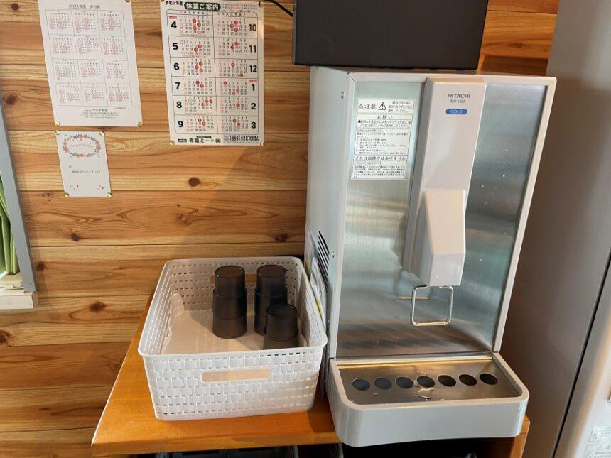 給水器とコップ置き場