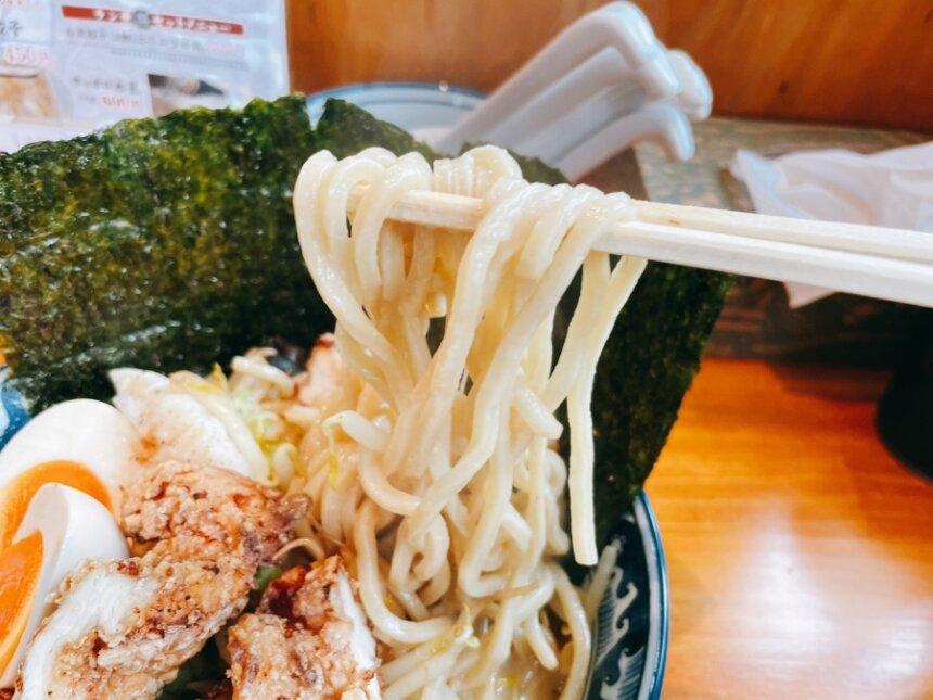 モチモチの中太麺