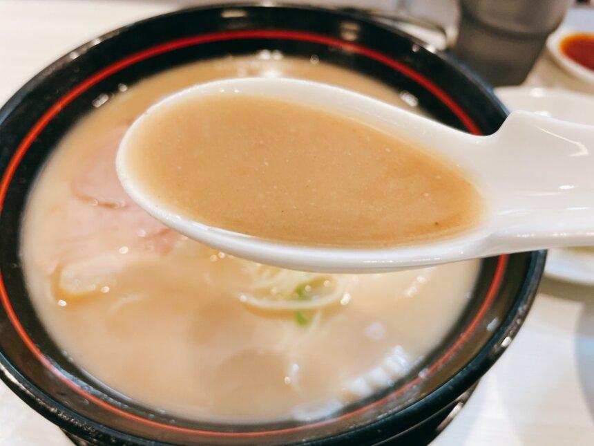 豚骨醤油ラーメンのスープ